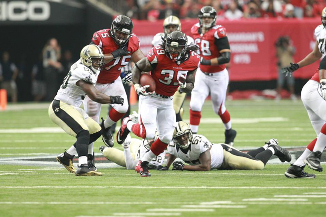 Steven broke free for his biggest play of the game on Atlanta's third drive, a 17-yard first down run (Falcons photo).