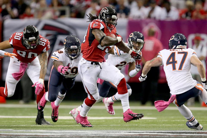 Steven's 14-yard run on Atlanta's first offensive play got the Falcons off to a good start (Atlanta Falcons Photo).