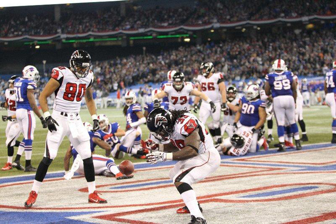 SJ39 rolled the dice twice in Toronto, his third and fourth touchdowns of the season (Falcons.com Photo).