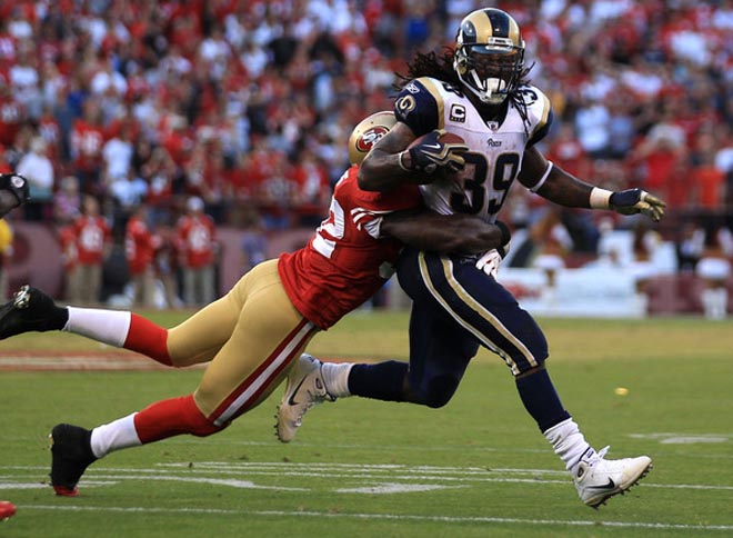 Patrick Willis tries to wrap up SJ39 during a game in San Francisco last season (Getty Images).