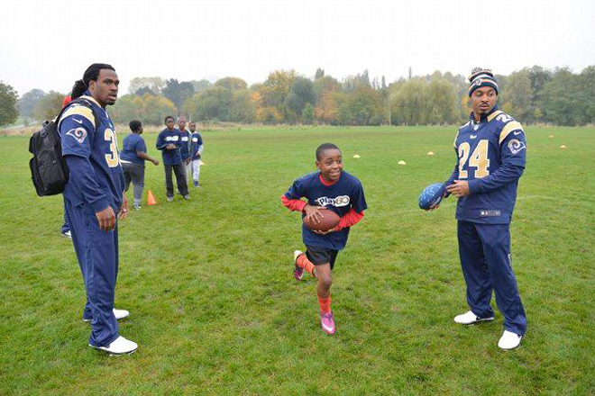SJ39 and teammate Isaiah Pead work with kids on running exercises (St. Louis Rams Photo).